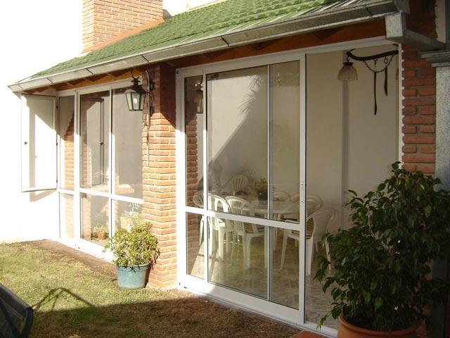 Solarium cerramientos cerramientos de piscina techo for Celosias de aluminio para jardin